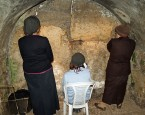 Women praying in the Western Wall tunnels, by David Shankbone